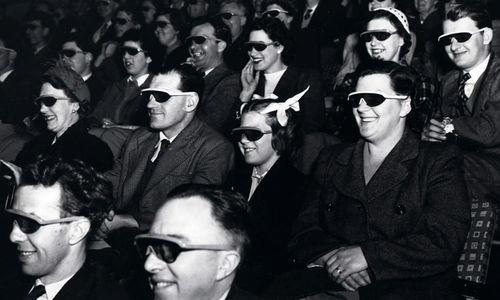 """Zuschauer beim Ansehen eines 3D-Films während des Festival of Britain 1951 in London   © """"The National Archives UK - WORK 25-208"""" von The National Archives UK - Flickr: The Fifties in 3D. L"""